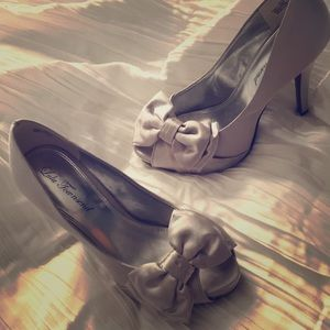 Lulu Townsend silver bridesmaid pumps 7.5